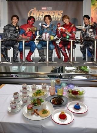アイアンマンのケーキにロキのラテ!超特急がマーベル・カフェで舌鼓