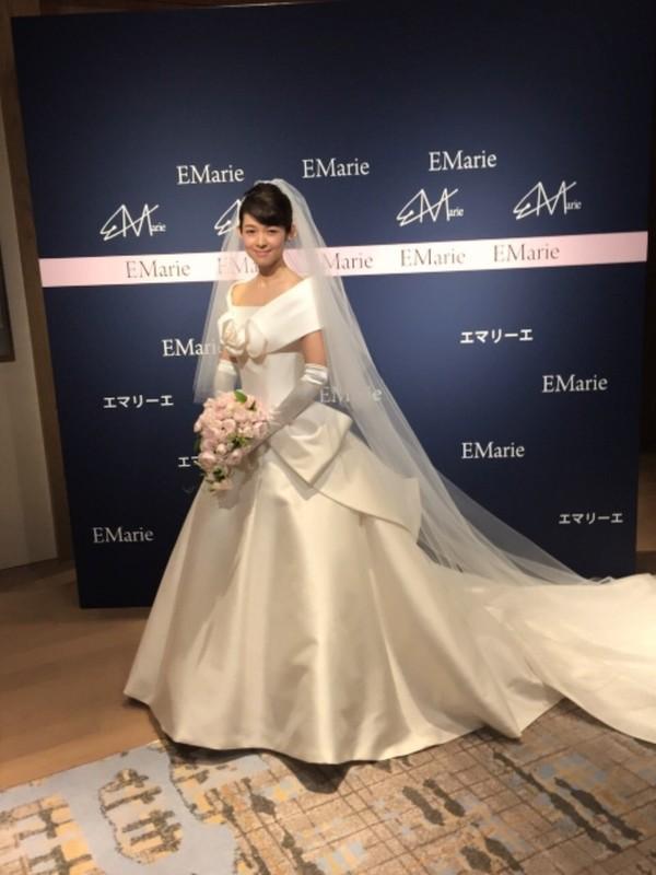 藤澤恵麻が挙式!オートクチュールドレスに身を包み清楚な微笑み - 画像1