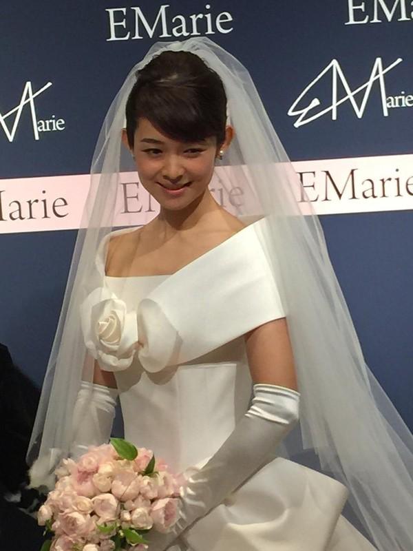 藤澤恵麻が挙式!オートクチュールドレスに身を包み清楚な微笑み - 画像5