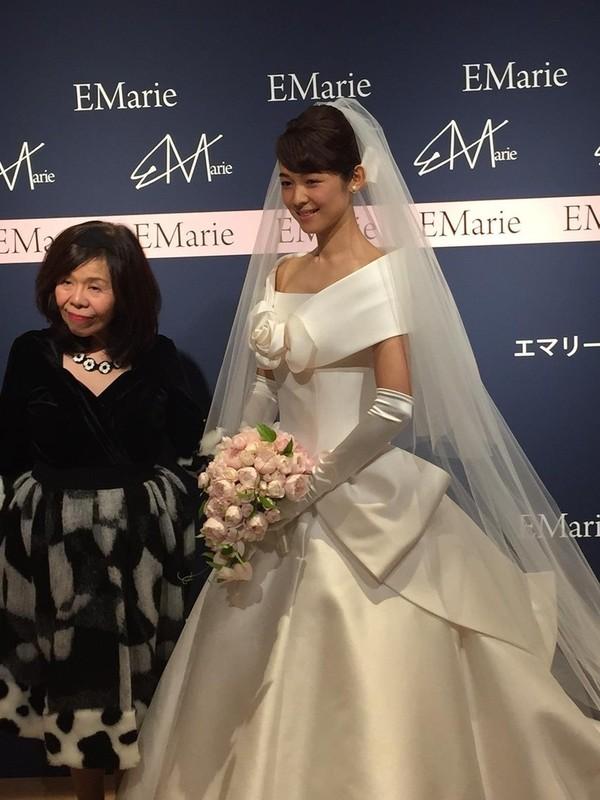 藤澤恵麻が挙式!オートクチュールドレスに身を包み清楚な微笑み - 画像2
