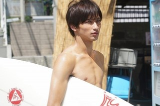 横浜流星サーフィン初挑戦!「しろときいろ」で川口春奈に片思い中のサーファーに