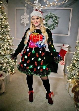 ダサいのがいい!? セレブが着るクリスマスの定番「アグリーセーター」