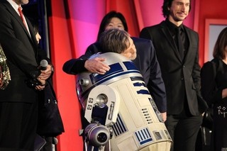 マーク・ハミル&R2-D2のハグにファン1000人歓喜!「SW」新作引っさげ豪華メンバー来日