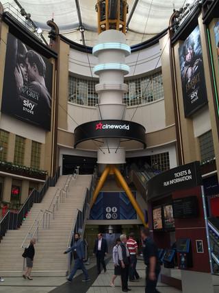 ロンドンの娯楽施設「The O2」に あるシネワールド外観