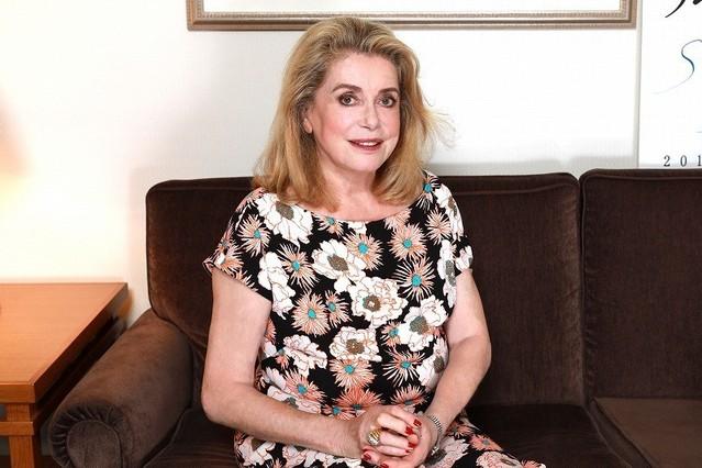 奔放な母親役を演じるカトリーヌ・ドヌーブ