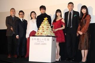 舞台挨拶に立った佐藤健、土屋太鳳ら「8年越しの花嫁 奇跡の実話」