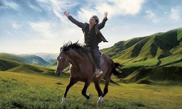 大自然と遊牧民 中央アジアの美しき国キルギスの文化を堪能できる映画「馬を放つ」