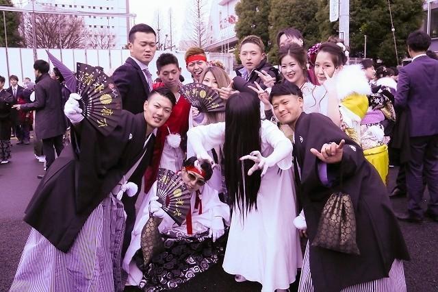 「リング」貞子が成人式に乱入! 厳かな式典は一変、新成人が阿鼻叫喚 - 画像7