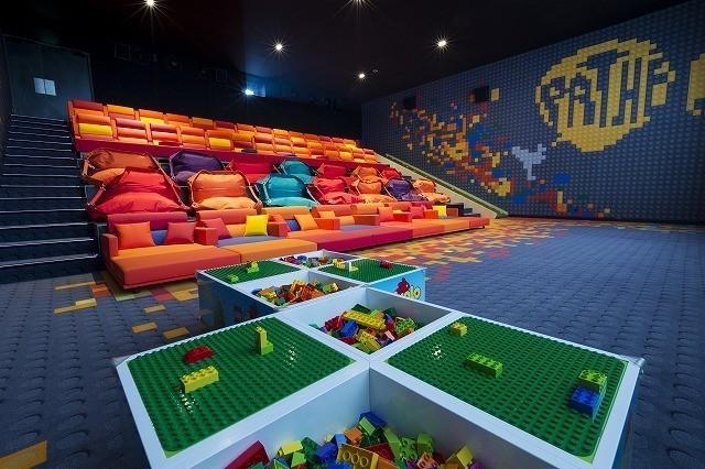 LEGO社と提携したパリ初の子供用映画館