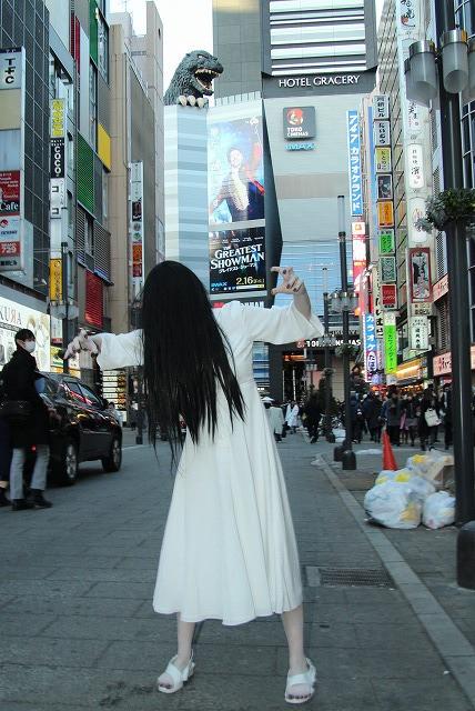 """「リング」貞子、歌舞伎町に降臨も""""いい人""""すぎて「めっちゃ愛されてる!」"""