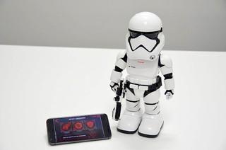 ストームトルーパーのコミュニ ケーションロボットで遊んでみた!「スター・ウォーズ 最後のジェダイ」