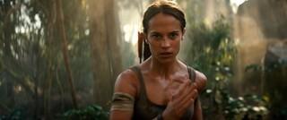 オスカー女優アリシア・ビカンダーの驚異の肉体改造!「トゥームレイダー」特別映像