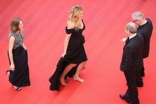 ベルリン映画祭、女性のフラットシューズ&男性のヒール着用OK