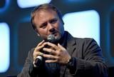 ライアン・ジョンソン監督、ノベライズ版「最後のジェダイ」のために新場面を執筆