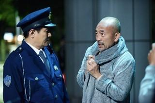 """""""女性化""""竹中直人の笑撃演技!入れ替わりコメディ「レオン」本編映像"""