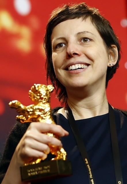 ベルリン金熊賞はルーマニアの女性監督作に!挑発的な内容のため発表の瞬間にどよめきも
