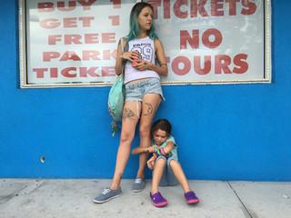 パステルカラーに彩られた厳しい現実描く「フロリダ・プロジェクト」場面カット公開