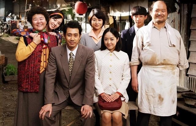 韓国の名優キム・サンホ&イ・ジョンウン「焼肉ドラゴン」に参戦!家族写真がお披露目