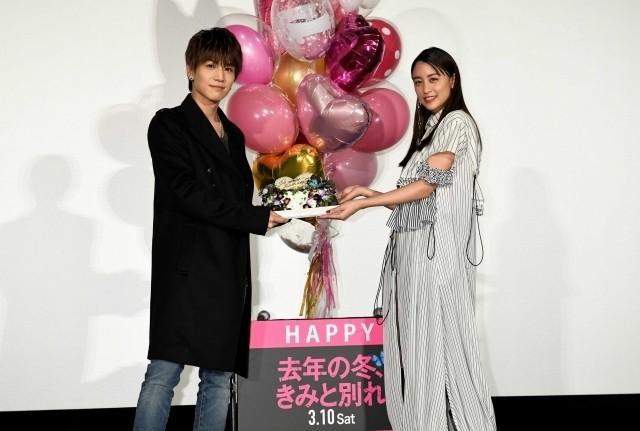 岩田剛典、29歳の誕生日にだまされた!仕掛け人・山本美月してやったり