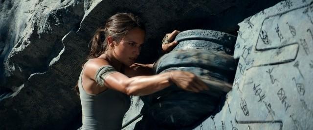 「トゥームレイダー」本予告公開!オスカー女優A・ビカンダーが過激アクションに体当たり