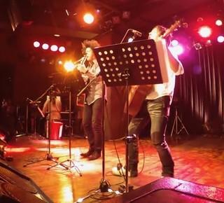 主題歌は道尾秀介&谷本賢一郎の 音楽ユニット「DEN」「名前」