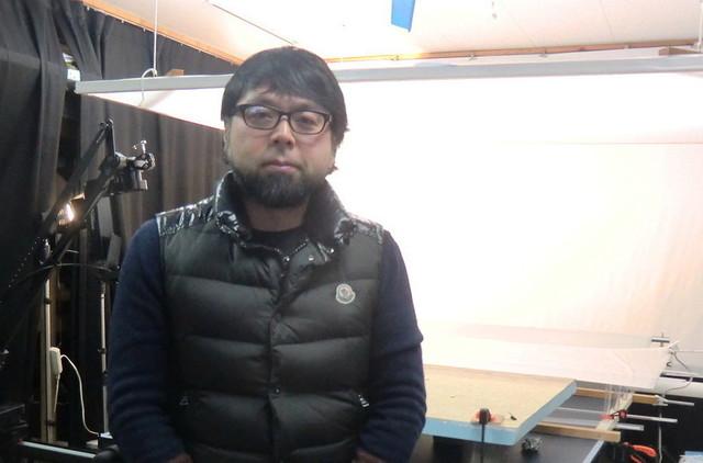 スタジオで取材に応じた村田朋泰氏