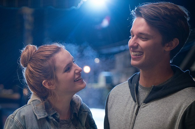 シュワ息子&ベラ・ソーンが真夜中デート!ハリウッド版「タイヨウのうた」場面写真披露