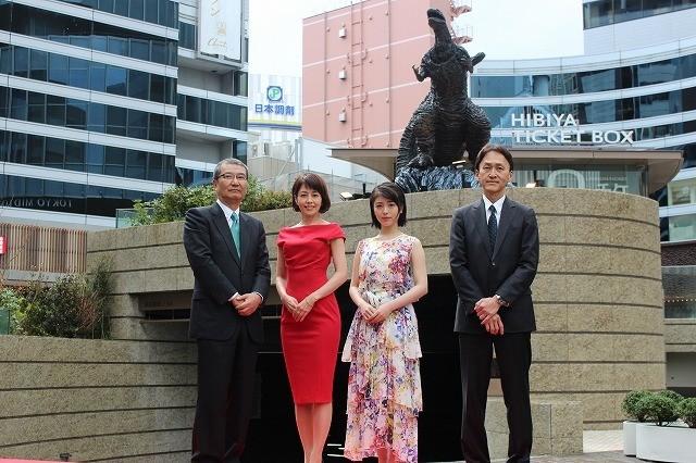 「新・ゴジラ像」が日比谷に上陸!沢口靖子&浜辺美波、迫力の造形に驚嘆