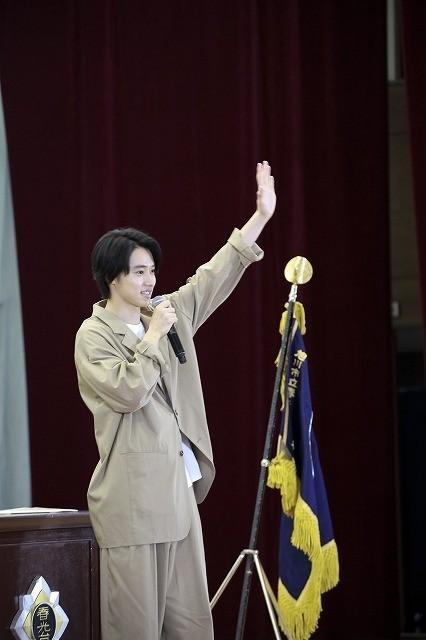 山崎賢人、卒業式にサプライズ登場!生徒300人の校歌斉唱に「泣きそうになった」 - 画像3