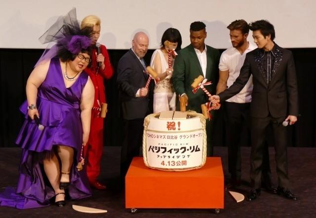 「パシリム」ボイエガ&イーストウッドが来日!「東京を破壊してゴメン」