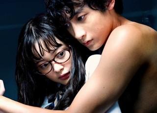 玉城ティナが小関裕太に「私の首すじを噛みなさい」過激シーン連続の「バツしな」予告