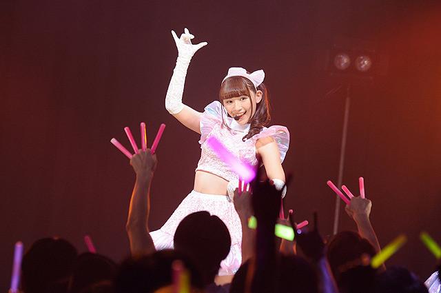 アイドルの浅川梨奈がアイドルに扮した主演ゾンビ映画、劇中ライブシーンの場面写真が公開