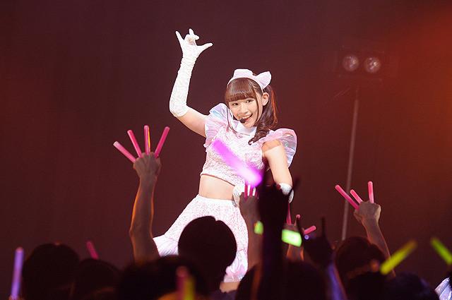 劇中アイドル「TOKYO27区」 センターに浅川扮する神谷ミク