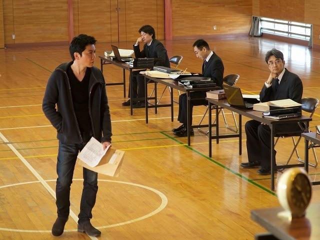 現代東京が舞台のカフカ的世界 ジョン・ウィリアムズ監督「審判」予告&場面写真入手