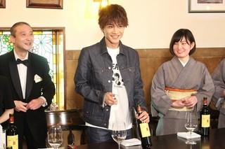 岩田剛典、ホテルマン研修に挑戦!天職だと思うメンバーは「AKIRAさん」