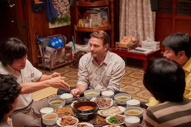 """ソン・ガンホ&リュ・ジュンヨルの""""英語対決""""!「タクシー運転手」特別映像入手"""