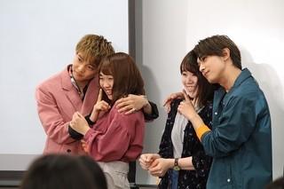吉沢亮&佐藤大樹、女子大生の肩抱き2ショット撮影 「ママレード・ボーイ」PRで大盛り上がり