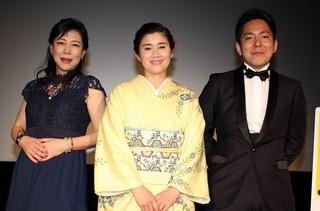 舞台挨拶を行った(左から)椿鬼奴、 石田ひかり、池田克彦監督「凜」