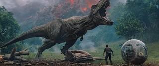恐竜たちの巨大化が止まらない!「ジュラシック・ワールド 炎の王国」