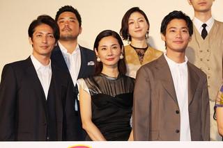"""吉田羊、初主演の恋愛映画は「奇跡」 大久保佳代子のほっぺに""""チュー""""も"""