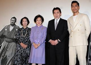 舞台挨拶に立ったAKIRA、香川京子ら「MIFUNE: THE LAST SAMURAI」