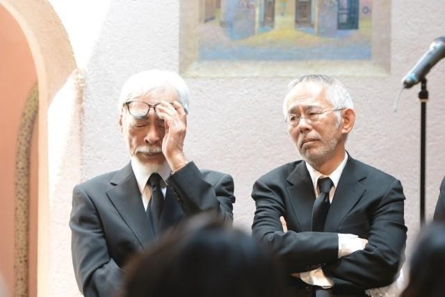 宮崎駿監督、高畑勲監督との別れに涙「ありがとう」「忘れない」関係者1200人が見送る