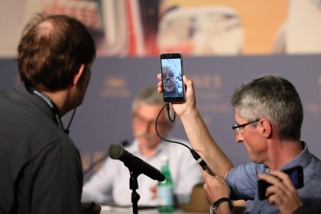 FaceTimeを使って会見に参加したゴダール