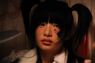 自撮り生配信が悪夢に変わる…「少女ピカレスク」