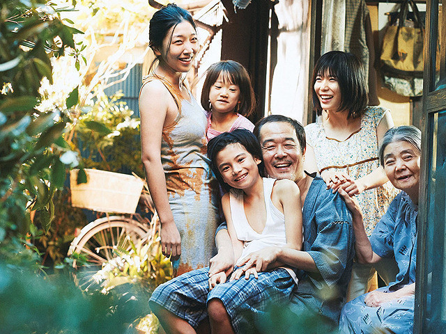 「万引き家族」の一場面