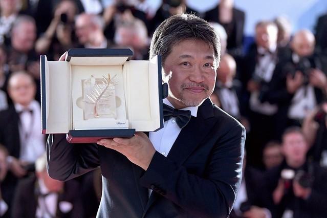 最高賞受賞の喜びを語った是枝裕和監督