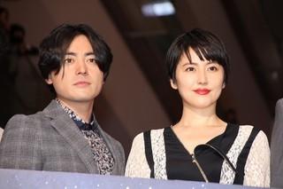 恋人同士を演じた山田孝之と長澤まさみ「50回目のファーストキス」