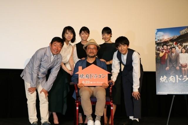 """「焼肉ドラゴン」の""""親子""""キム・サンホ&真木、井上、桜庭3姉妹が1年ぶり再会!"""