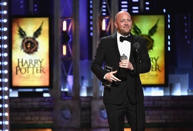 演劇演出賞を受賞したジョン・ティファニー