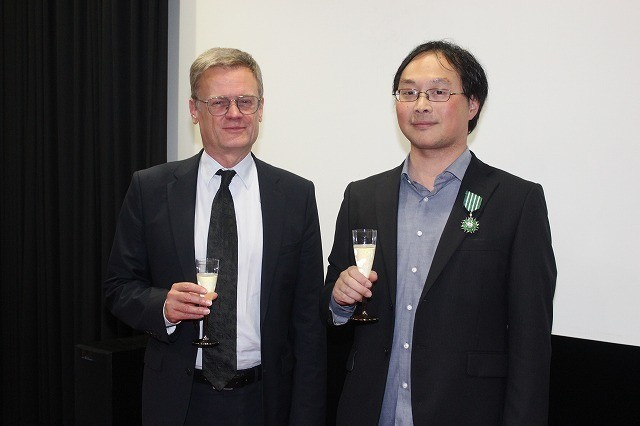 深田晃司監督、密接な関係を築いたフランスの芸術文化勲章「シュバリエ」を受勲